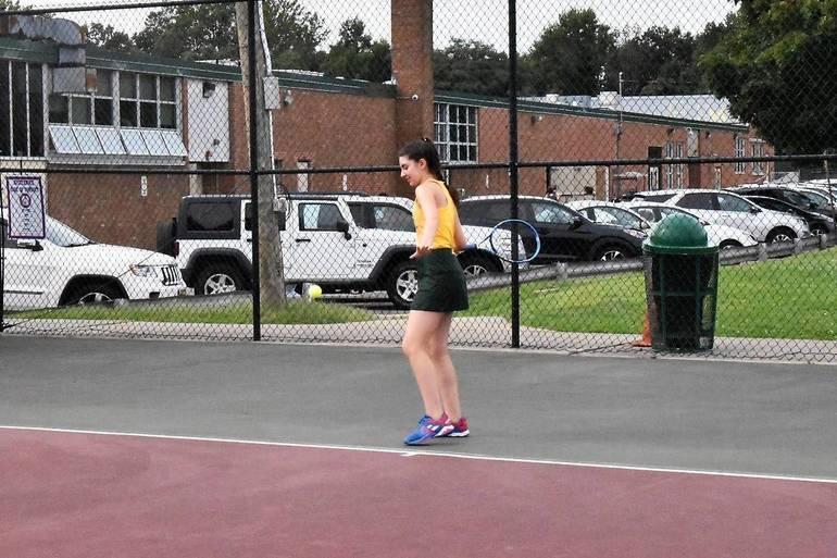 MKHS Tennis.Lily Katzav 01.JPG