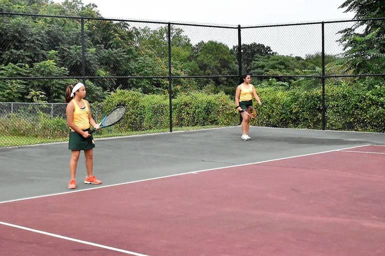 MKHS Tennis.Shaine Galon Shreya Joshi 01.JPG