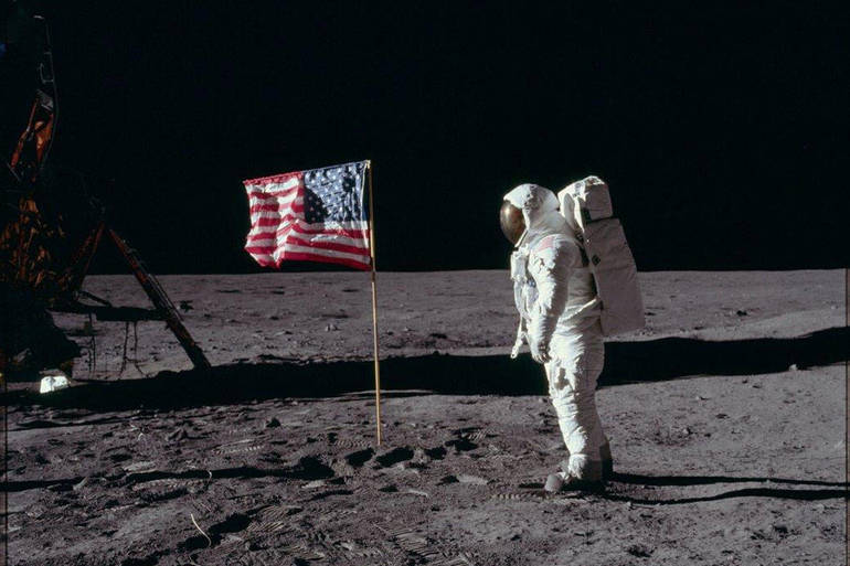 MoonLanding1200x800px.jpg