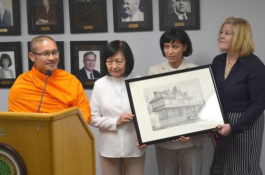 Top story 344e4b7507ca9cb4475e monks accept litho from mayor mahr