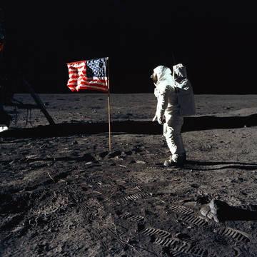 Top story 961414c1a765d4252c05 moon nasa buzzaldrinflag