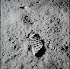 Carousel image 4a7e8e9035b9f37bec2f nasa moon image   footprint