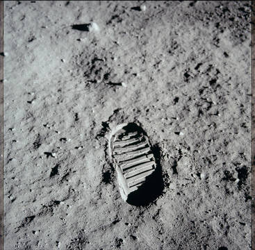 Top story 4a7e8e9035b9f37bec2f nasa moon image   footprint