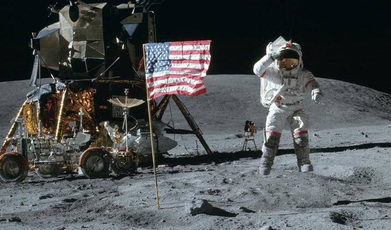 Neil Armstrong on the moon.png