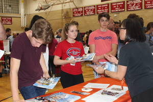 Carousel_image_69dea3a540f7c312dee4_newspaper_college_fair_2018_pic_1