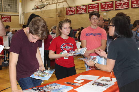 Top story 69dea3a540f7c312dee4 newspaper college fair 2018 pic 1
