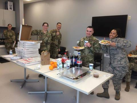 Top story cc219d373ce1ffd2f26f nj guard with pizza