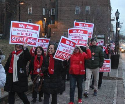 Top story 5a227452354ef3567139 nutley teachers rally jan 23 2019 d