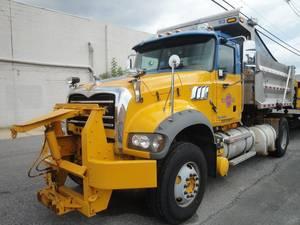 Carousel_image_c53cf2c5cb1d9a44de82_ocean_country_road_truck