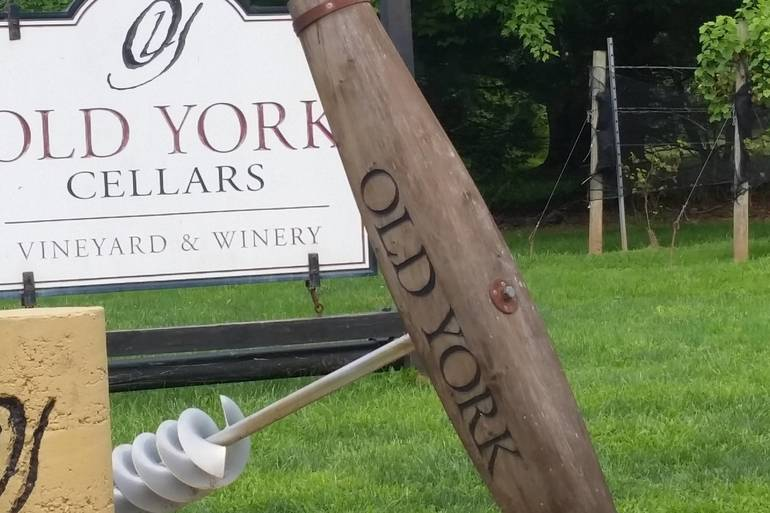 Franklin Woman's Club Hosts Annual Wine Tasting Fundraiser