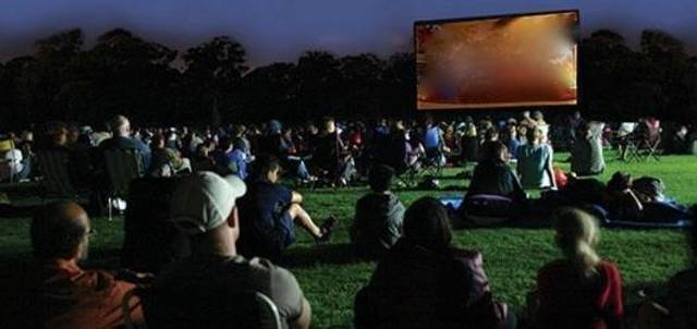 Top story 47425705f0b10421838d outdoor movie