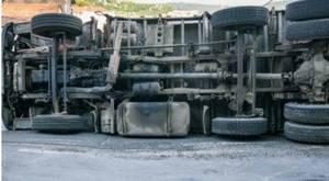 Carousel_image_e89ddcdf40269bddee61_overturned_truck