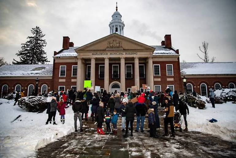 Parents Rally at Maplewood Town Hall For Return to In-Person School