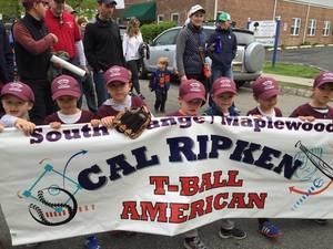 Carousel_image_36dd1996c2cab17dc6f9_parade_softball_baseball