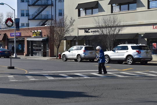 Top story 34b1e6892efe5c75b715 pedestriancrossingwomanwalking4 mk