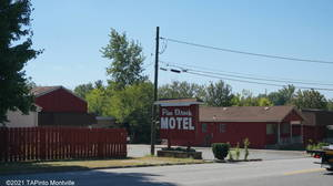 Carousel image 304053fc680b26a55655 pine brook motel in 2016 9