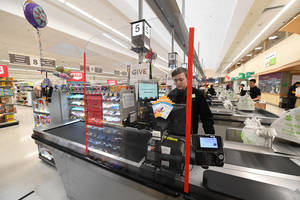 Carousel image 2886005f8c11a1ebecd9 plexi guard register stop shop