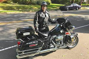 Carousel_image_d2409782eb8cad38e02b_police_motorcycle_side