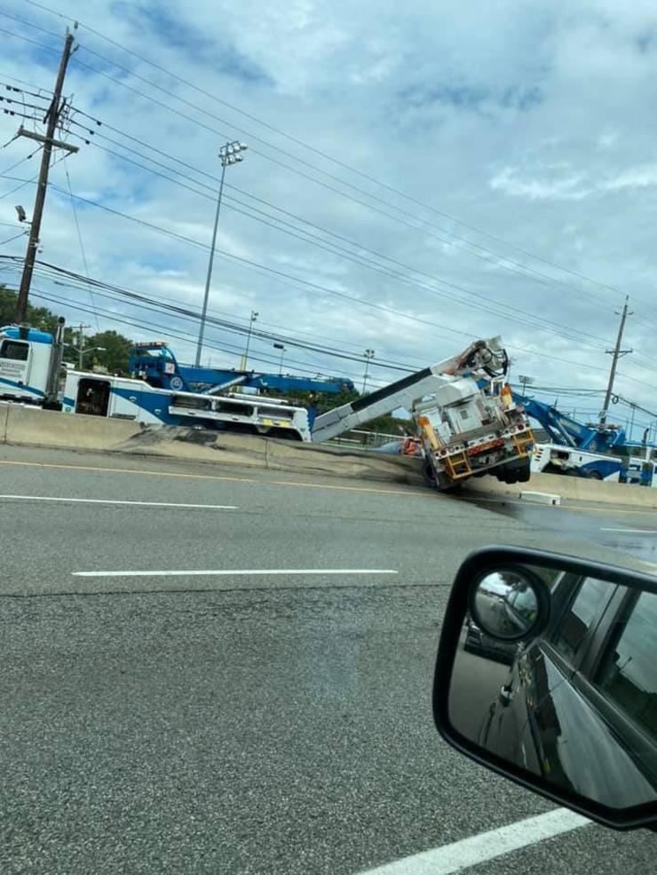 PSEG truck closes Route 17 in ER Fri August 7 from Kristin Alana.jpg