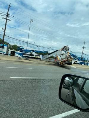 Carousel image 4b1b5e19f2795ab5052c pseg truck closes route 17 in er fri august 7 from kristin alana