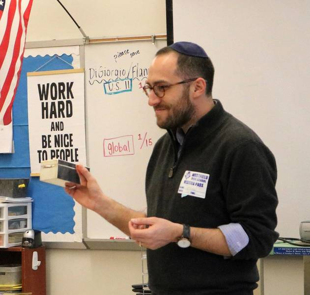 Rabbi Prosnit.Photo 3.JPG