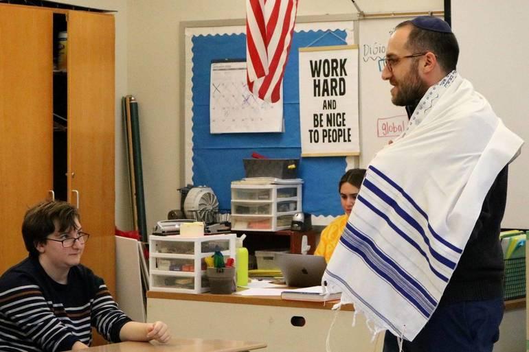 Rabbi Prosnit.Photo 2.JPG