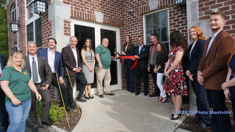 Best crop 2ce437186f777389b7f6 realty executives first class  ribbon cutting  2021 tapinto montville  2