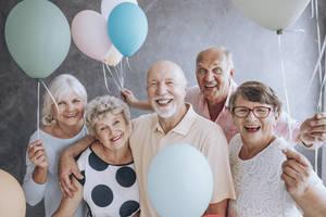 Carousel image 315c1917023369985804 retirement community older happy people