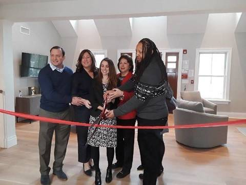 Top story f4f59524946de995f610 ribbon cutting 12.6