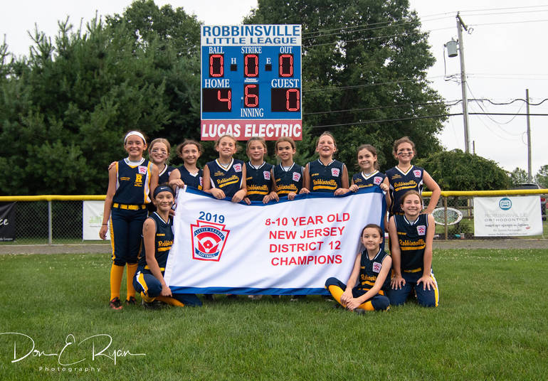 Robbinsville 10U softball team wins divisions.JPG