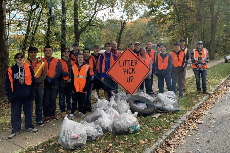 Roxbury Roxbotix Team Cleans up Righter Road.jpg