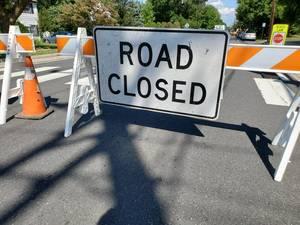 Carousel image f004d4f9f5af4cc05a52 road closed sign