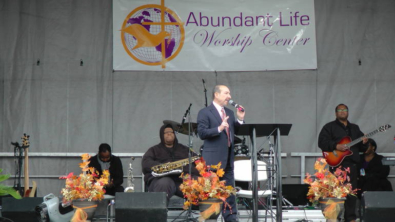 Piscataway: Abundant Life Worship Center Helps Feed over 200 Families at Thanksgiving
