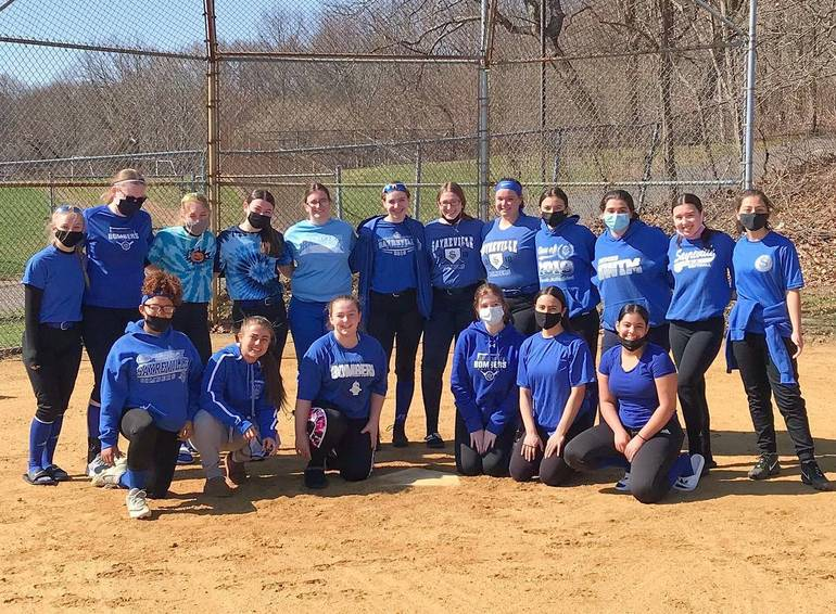 Best crop c52e4762f7f0c40b05f9 sayreville softball team photo 04 05 21