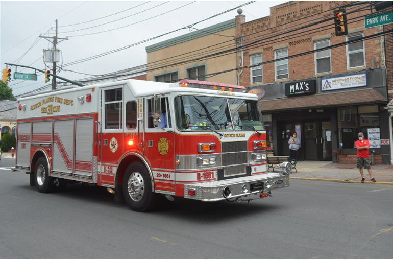 Scotch Plains fire department truck on Memorial Day 2020.png