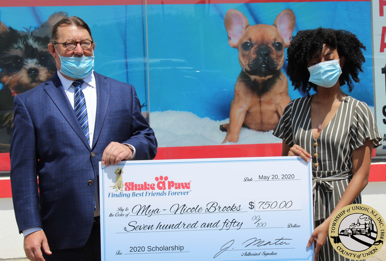 Union High School Senior Receives Scholarship from Shake A Paw