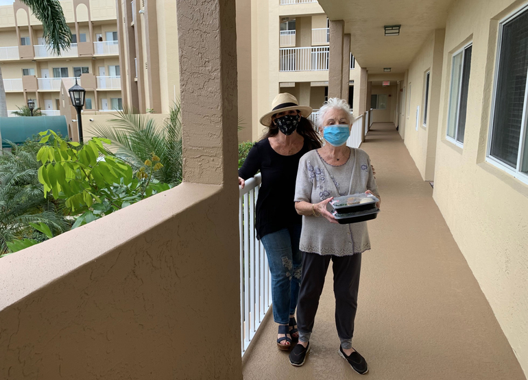 Coral Springs Volunteer Delivers Thanksgiving Meals to Holocaust Survivors