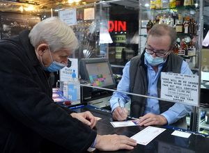 Carousel image 5afd99ba47b633f9c724 scotch plains mayor al smith buys a gift certificate at the scotchwood diner