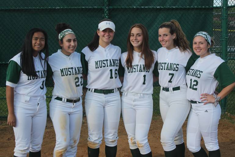 Montville senior softball players, 2020