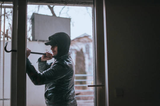 Top story 5e8536f61a312601cc13 shutterstock 1347071480 med sized image burglar with prybar