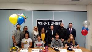 Carousel image 19669efaced166aaa145 signing day pic  1  11.15.18