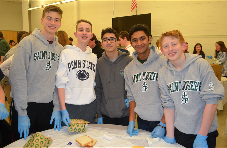 SJS - Saint Joseph students help deliver sandwiches for the homeless (10).png