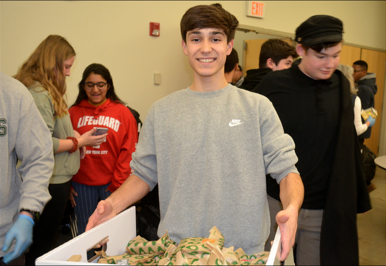 SJS - Saint Joseph students help deliver sandwiches for the homeless (6).png