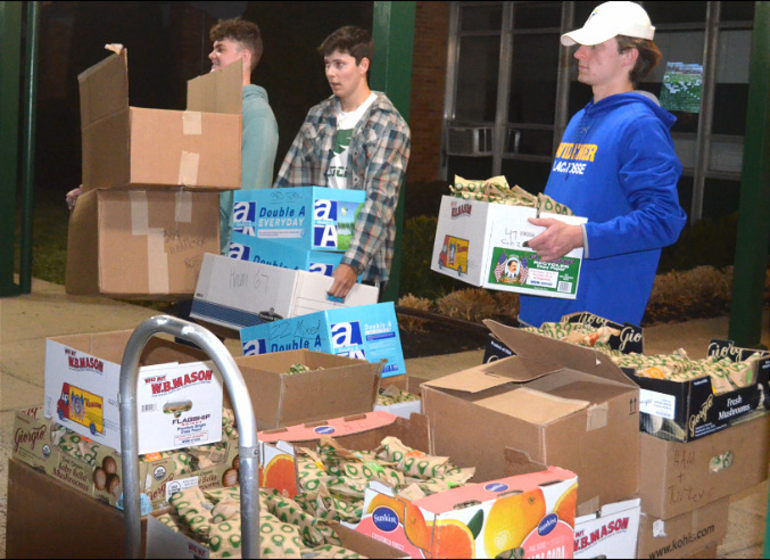 SJS - Saint Joseph students help deliver sandwiches for the homeless (5).png