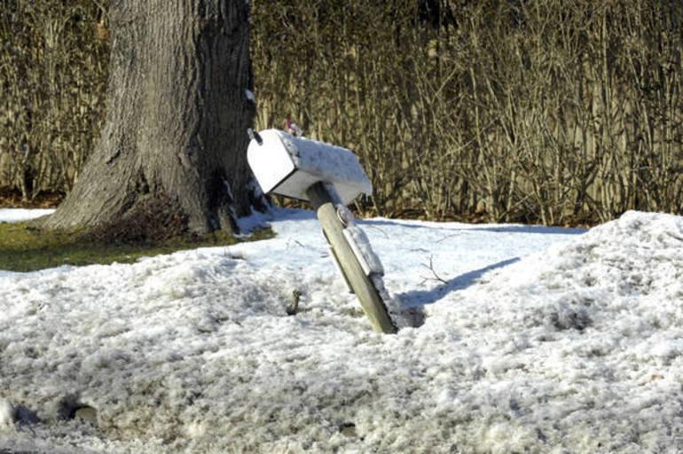 snowmailbox.jpg