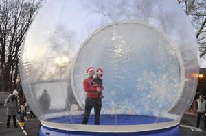 Carousel image c70e20845e144de44e28 snow globe 2