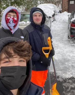 Carousel image df2a865b587ba87181a4 snow shoveling 3 crew
