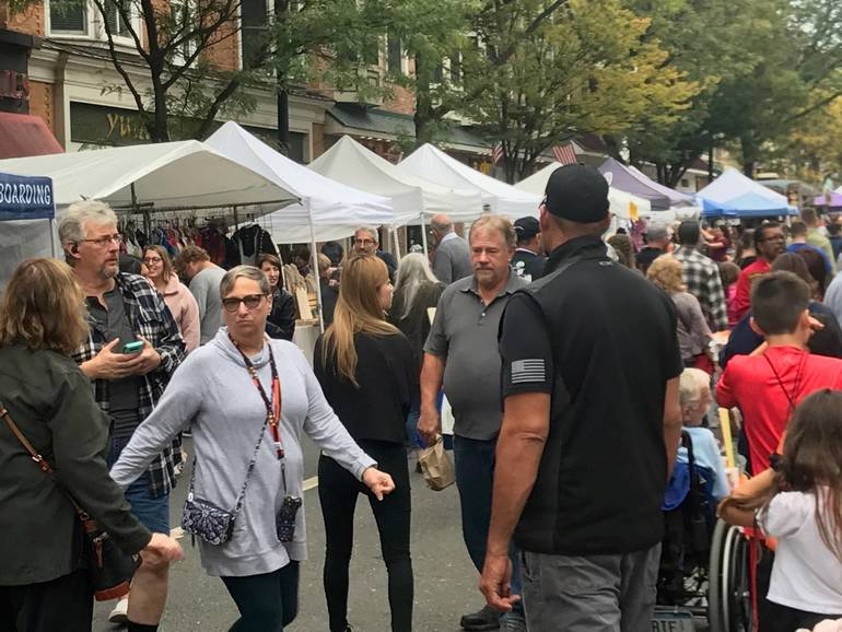 sompixfallstreetfair2019crowd.jpg