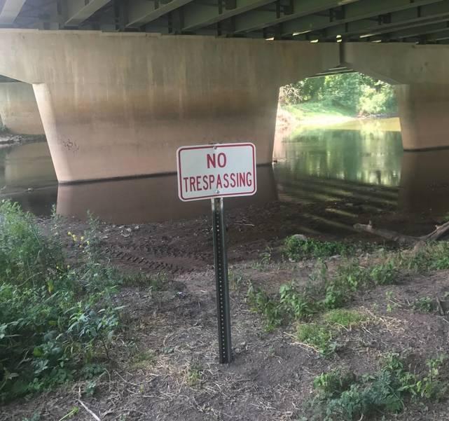 sompixsombeachunderbridgesign71.jpg