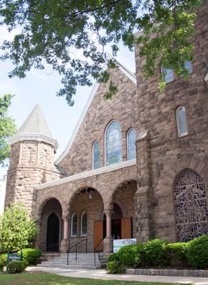 United Reformed Church in Somerville Hosts Christmas Eve Caroling